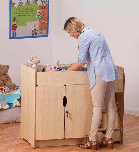 Baby Changing Unit With Steps
